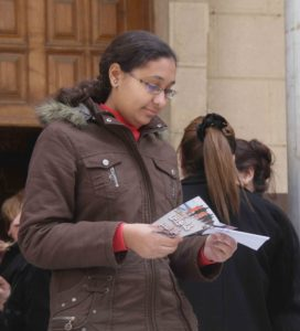 egypt-woman-reading-tract-credit-bible-society-of-egypt-cropped2